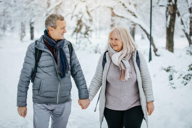 Perfekter Winterspaziergang im Park – Foto