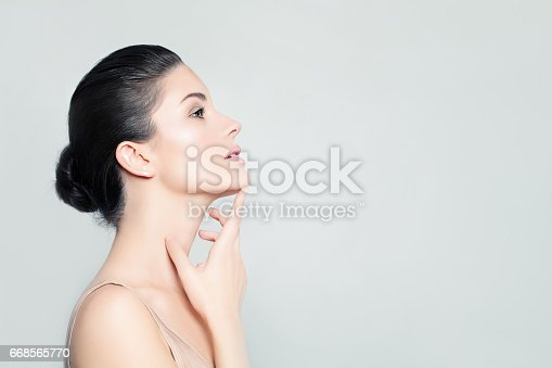 istock Perfect Woman Spa Model with Healthy Skin. Spa Beauty, Facial Treatment and Cosmetology Concept 668565770