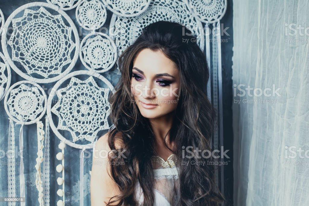 Perfekte Junge Braut Hochzeit Haar Und Braut Makeup Auf Weissen