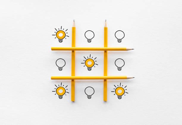 performance och kreativitet koncept idéer med glöd lampa på ox spel. affärs utveckling och konkurrens - hand tänder ett ljus bildbanksfoton och bilder