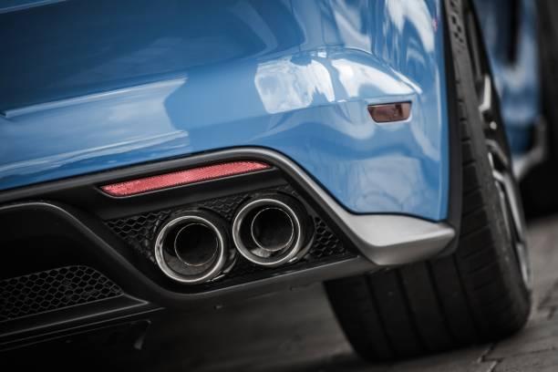 performance car exhaust - close up auto foto e immagini stock