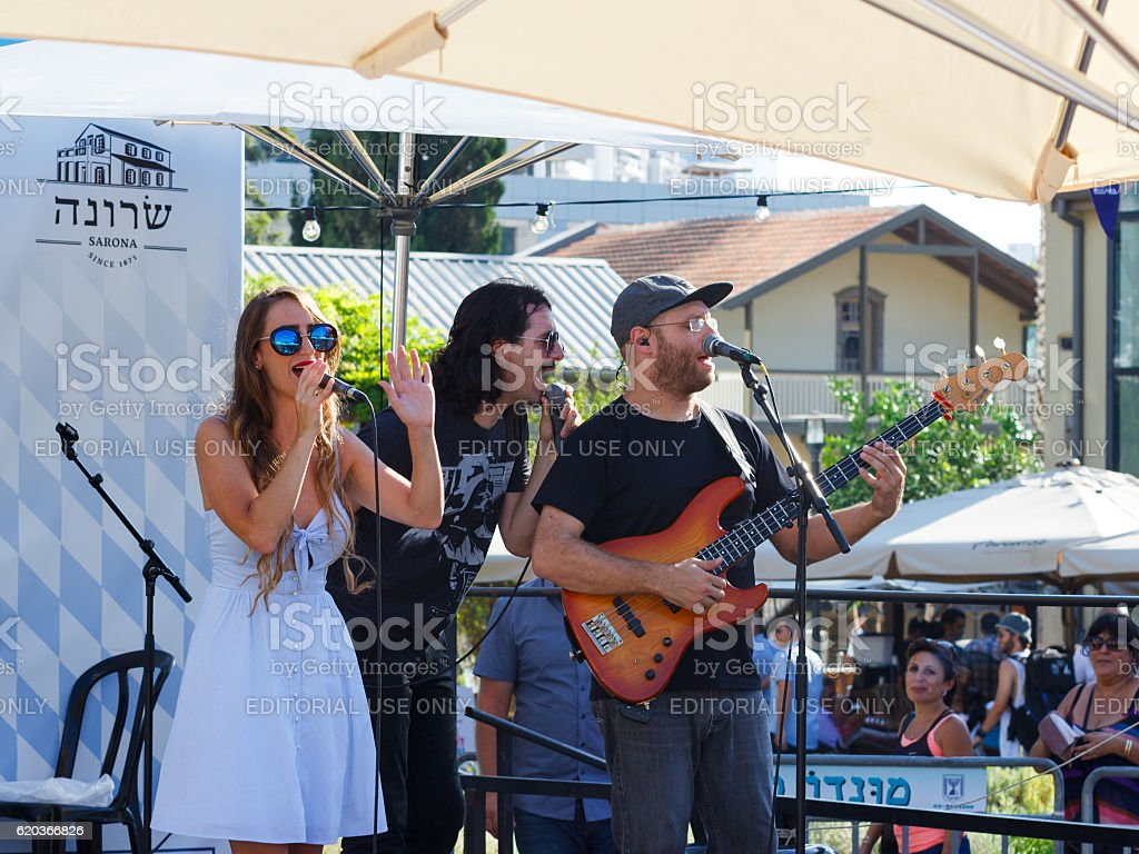 Performance of the musical group at the annual beer festival foto de stock royalty-free