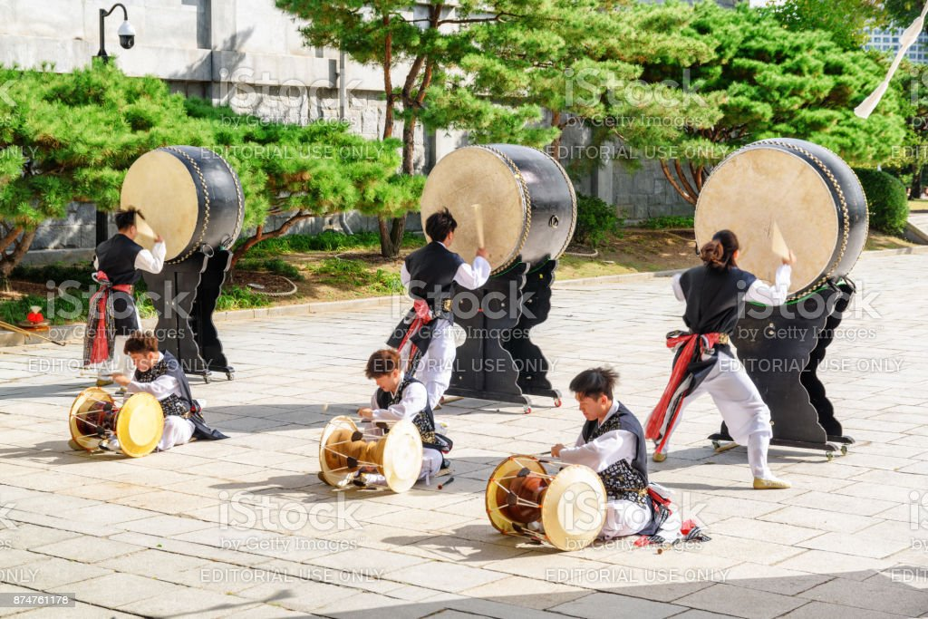 Performance with Korean traditional drums, Seoul, South Korea stock photo