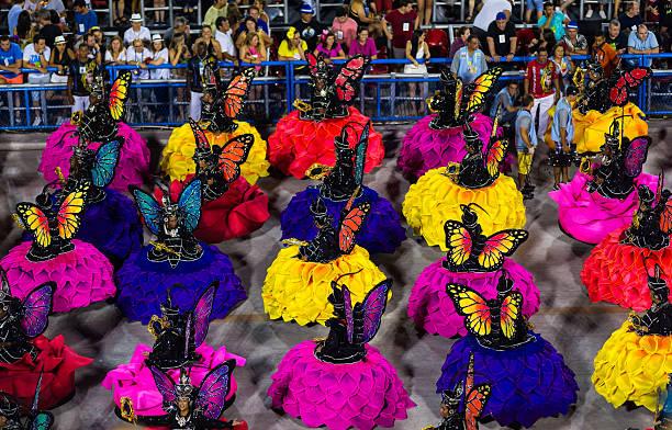 spectacles de dans'à sambodrome défilé du carnaval de rio de janeiro - carnaval de rio photos et images de collection