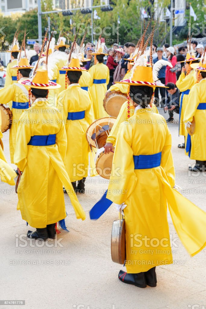 Performers in Korean traditional dress, Gwanghwamun Gate stock photo