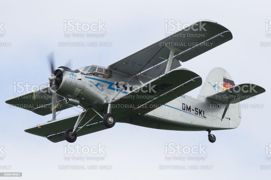 AN-2 uitvoeren van een vlieg door foto