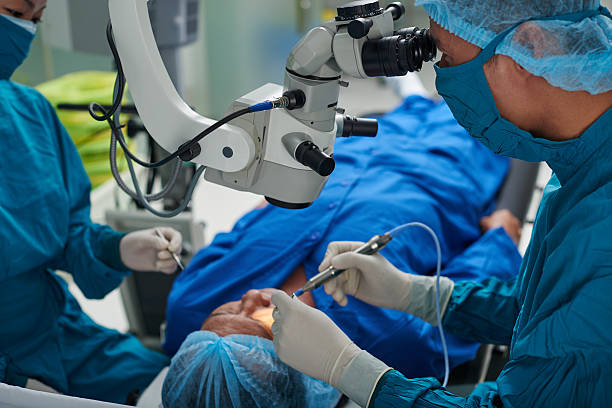 performing surgery - 手術 個照片及圖片檔