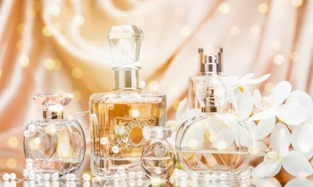perfumy. - perfumowany zdjęcia i obrazy z banku zdjęć