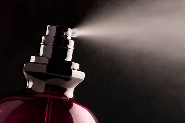 profumo - spruzzo profumo foto e immagini stock
