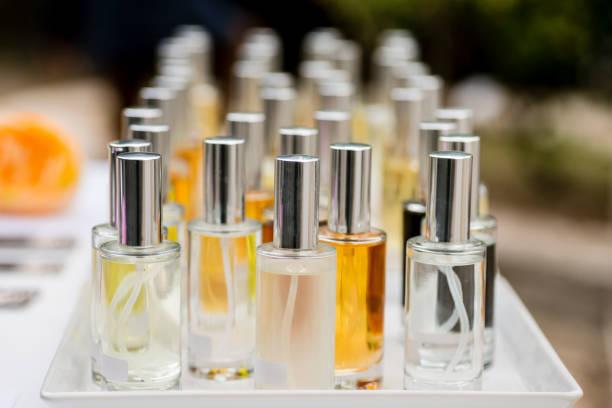Probadores de perfumes y aerosoles - foto de stock