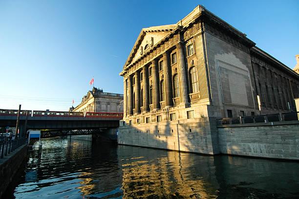 pergamon museum - brücke museum berlin stock-fotos und bilder