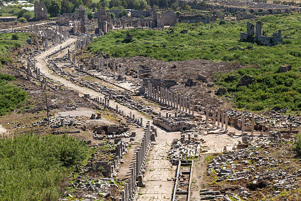 Perge, Overview of main street