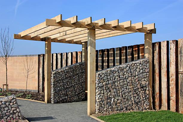 """restaurant """"pergola"""" - steine für gartenmauer stock-fotos und bilder"""