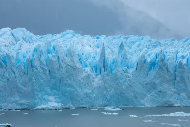 Perito Moreno Glacier, Los Glaciares Nationalpark, Provinz Santa Cruz, Argentinien. Eine der wichtigsten Touristenattraktionen im argentinischen Patagonien – Foto