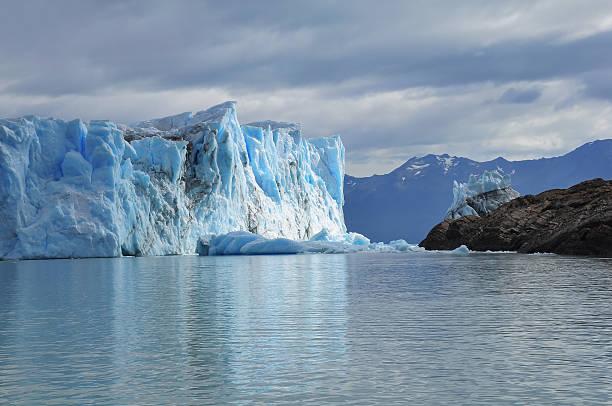 perito moreno glacier. - moraine стоковые фото и изображения