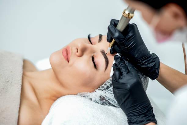 permanent make up on eyebrows. - durabilidade imagens e fotografias de stock
