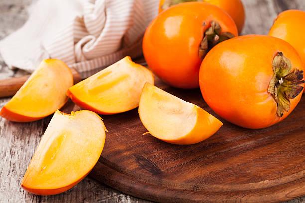 kaki - sharonfrucht stock-fotos und bilder