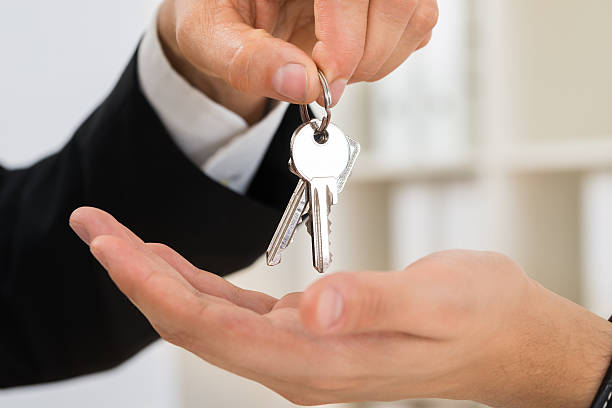 person hands giving key to another person - home 뉴스 사진 이미지