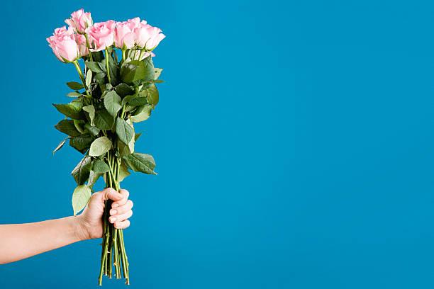 Person holding a bunch of roses picture id75402793?b=1&k=6&m=75402793&s=612x612&w=0&h=buspoc yzvz0hfajfzfxqcxzygjxev3yakp1notqmma=