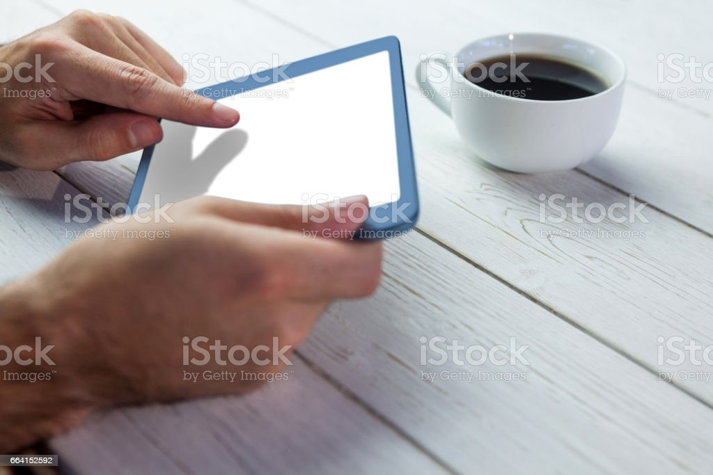 Person holding tablet on wooden desk foto stock royalty-free