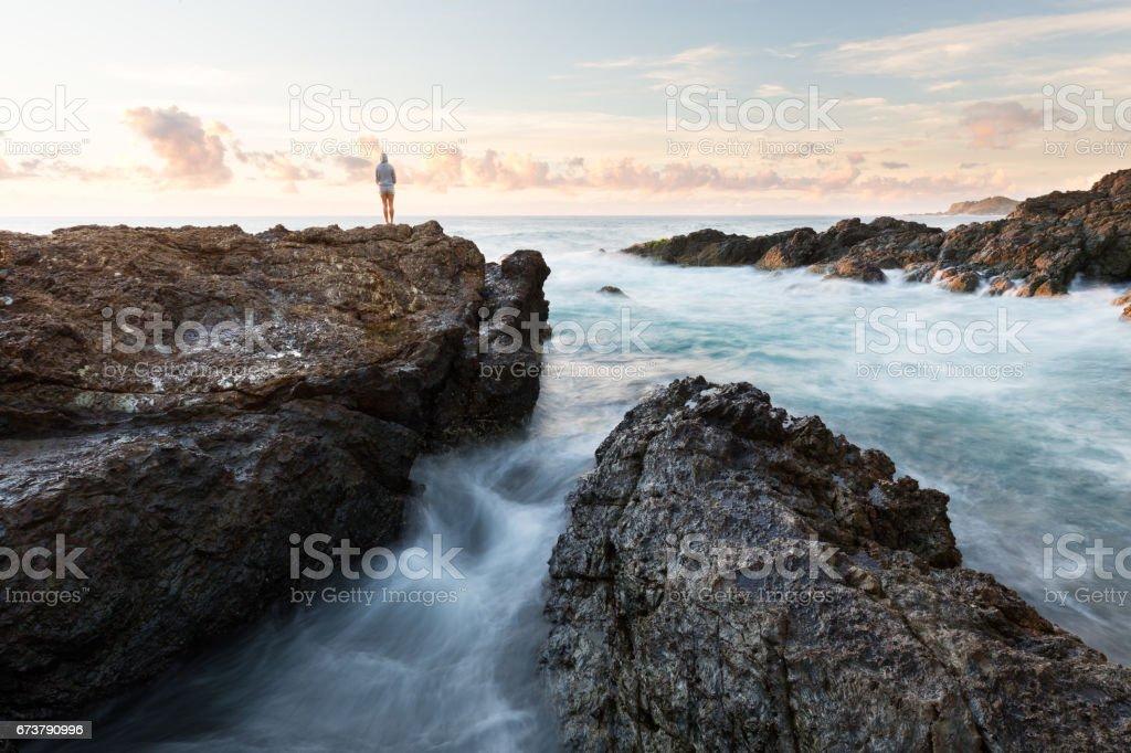 Personne dans le paysage rocheux photo libre de droits