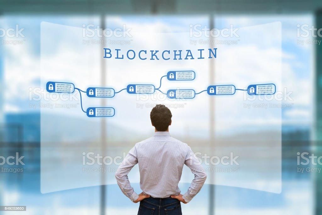 Persona ideal en el concepto de blockchain cryptocurrency, negocio, pantalla, fintech - foto de stock