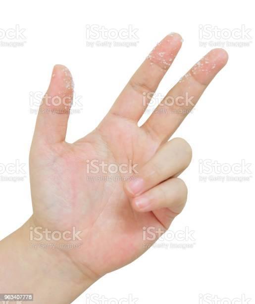 Osoba Otworzyć Rękę W Powietrzu Z Cukrem - zdjęcia stockowe i więcej obrazów Cukier