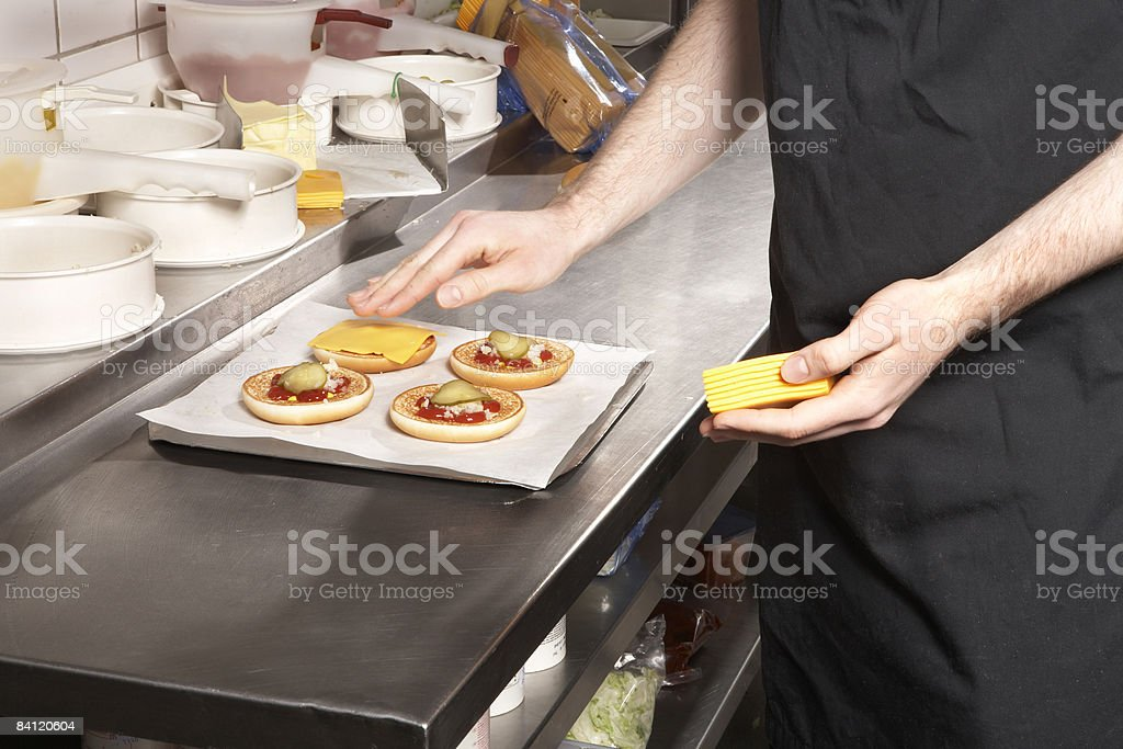 Person preparing Hamburger foto de stock libre de derechos