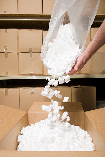 istock Person putting packing peanuts in box 533932561
