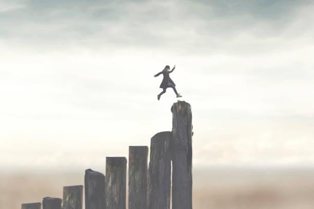 Mensch, der schnell läuft, um erfolgreich an die Spitze zu kommen – Foto