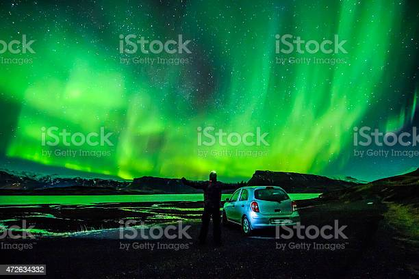 Person Spreading Arms Under Celestial Lights Aurora Borealis Above Iceland-foton och fler bilder på 20-24 år