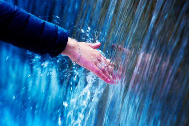 person berührt bergwasser mit hand - armband water stock-fotos und bilder