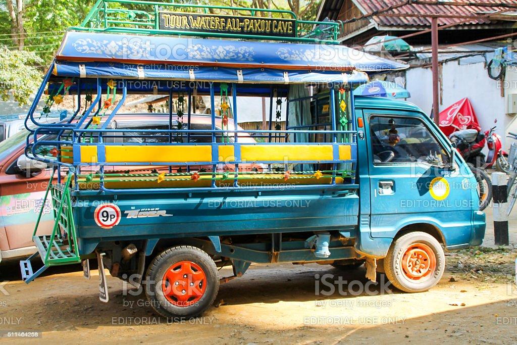 9 personne Tuk-Tuk en attente pour les passagers au Laos photo libre de droits