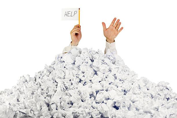 person under crumpled pile of papers with  help sign - gömülü stok fotoğraflar ve resimler