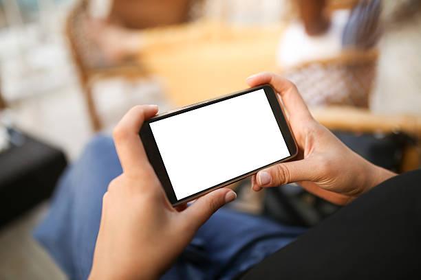 person using mobile smartphone - 橫向 個照片及圖片檔
