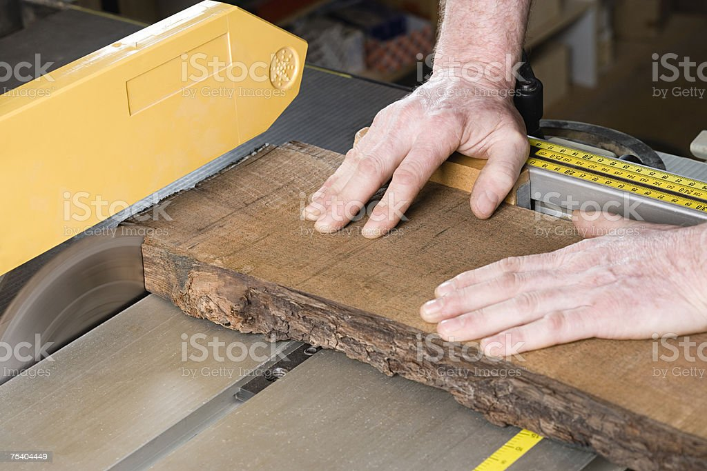 Person using table saw foto de stock royalty-free