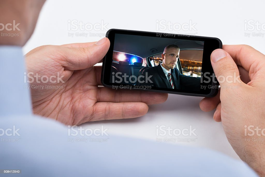 Person beobachten Video auf Handy Lizenzfreies stock-foto