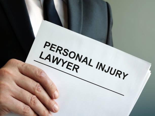 Körperverletzung Anwalt mit Zwischenablage und Recht. – Foto
