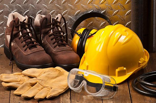 osobiste odzież ochronna na miejscu pracy - kask ochronny odzież ochronna zdjęcia i obrazy z banku zdjęć