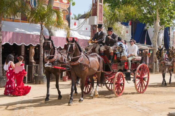 Personnes montée sur une promenade à cheval. - Photo