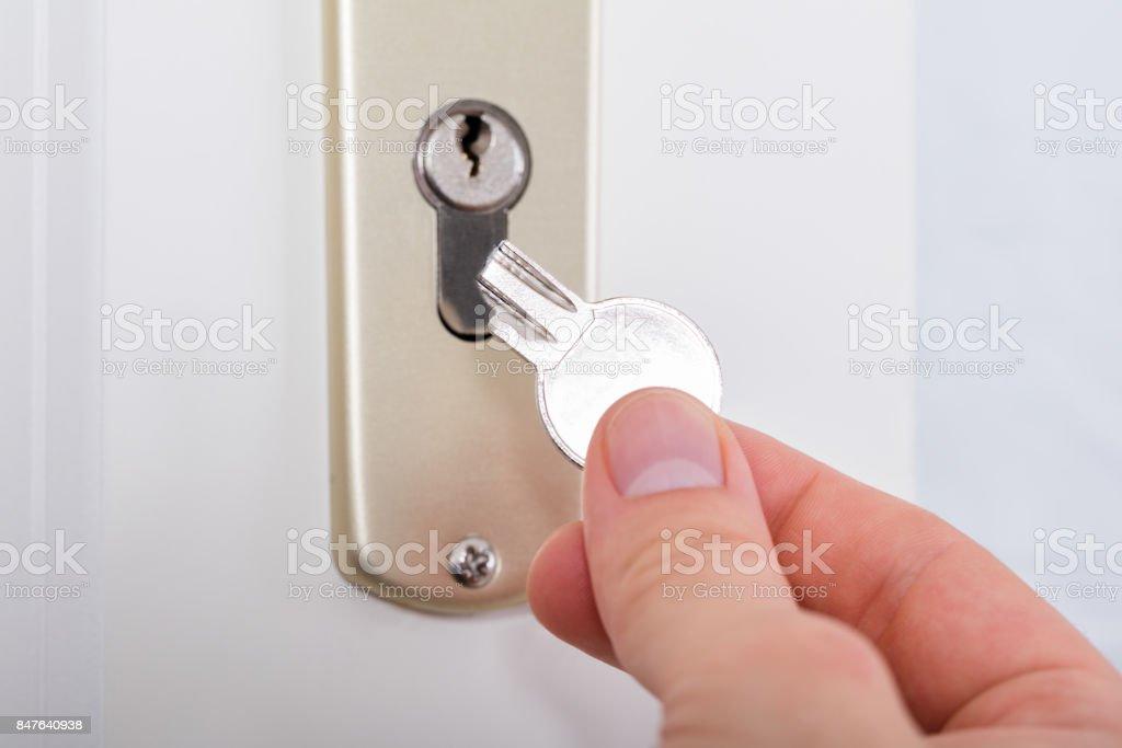 Jemandes Hand Betrieb Schlüssel gebrochen – Foto