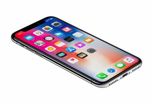 Perspectiva ve el nuevo iPhone de Apple X smartphone aislado sobre fondo blanco - foto de stock