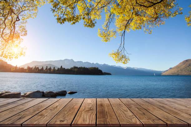 perspectief hout weergave op de lake view - michigan stockfoto's en -beelden