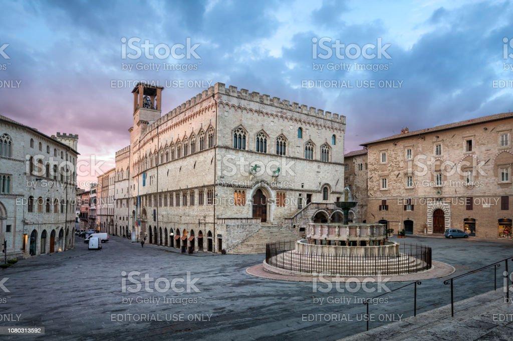 Perugia, Italien. Piazza IV Novembre auf Sonnenaufgang – Foto