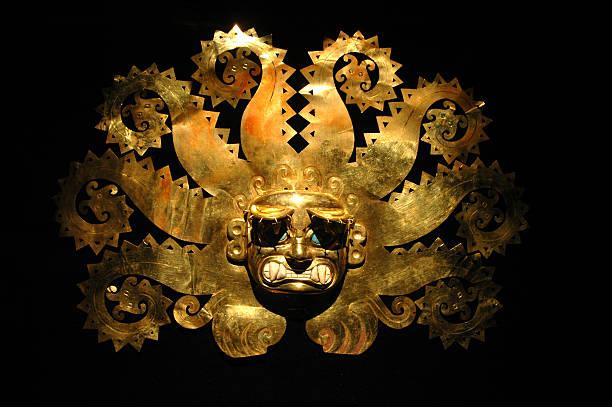 ペルーた古代のマスクの金 - インカ ストックフォトと画像
