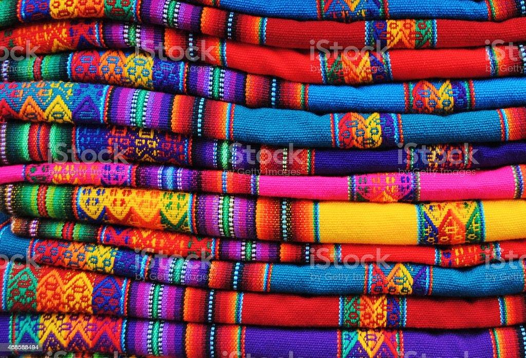 Fotograf a de peruano vienen en colores vivos tejido for Marmol translucido de colores vivos