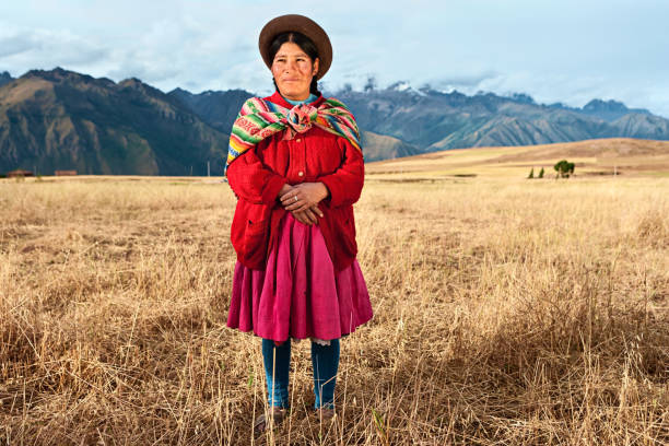 peruvian woman wearing national clothing, the sacred valley - peruvian ethnicity stock pictures, royalty-free photos & images