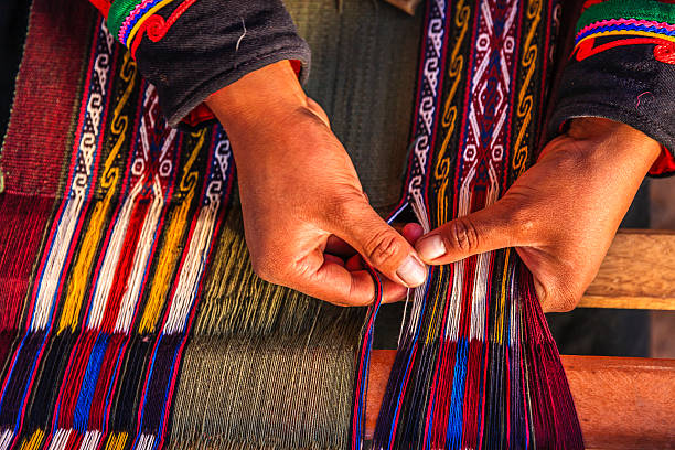 peruvian woman weaving, the sacred valley, chinchero - peruvian ethnicity stock pictures, royalty-free photos & images