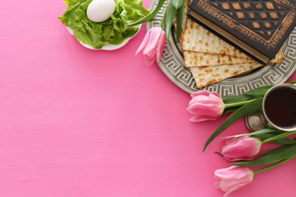 concepto de la celebración de pesah (fiesta judía de pascua). vista superior, lay plano - pascua judía fotografías e imágenes de stock