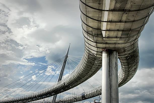 pescara, ponte del mare: ponte sostenuto da cavi, abruzzo, italia, hdr - abruzzo cycle path foto e immagini stock
